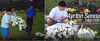 Maradona depositou flores no túmulo de Ayrton Senna em 1998.