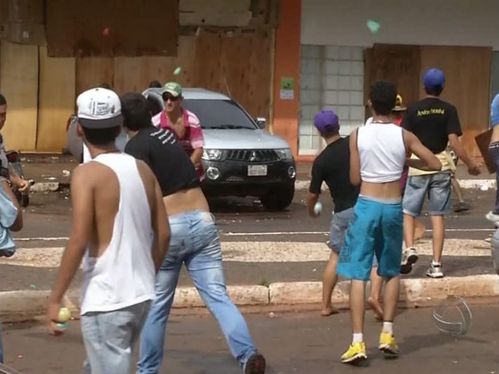 Guerra d'água que acontece há décadas é cancelada em Ponta Porã (MS)
